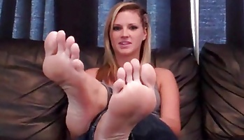 Cock blowjobing on my perfect white toes  you want to cock blowjobing all my toes and have me smother your face with my feet. You want to cock sucking all my toes and have me smother your face with my feet